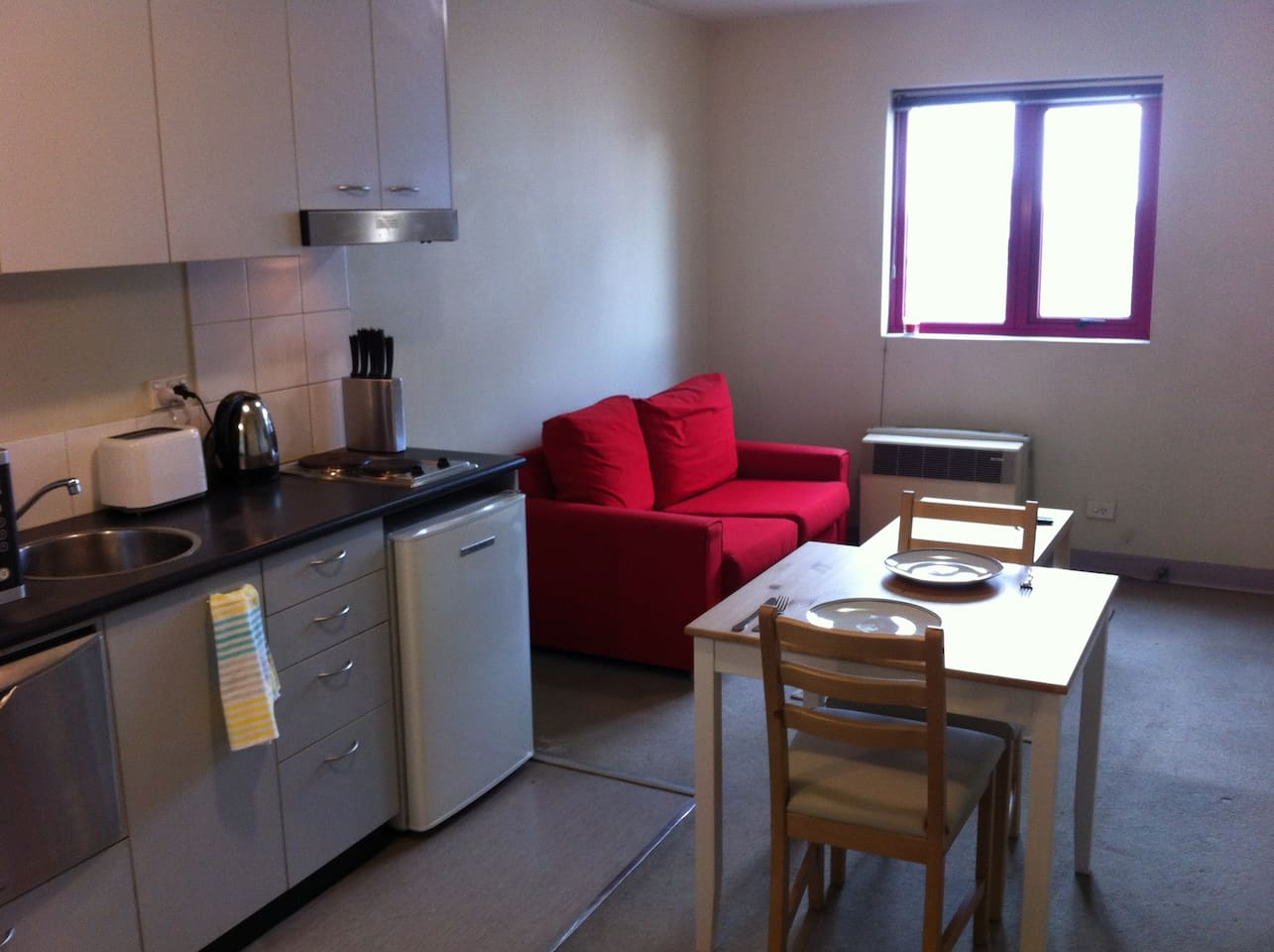 Whole apartment in Carlton North, Fully Furnished, AMAZING location!!