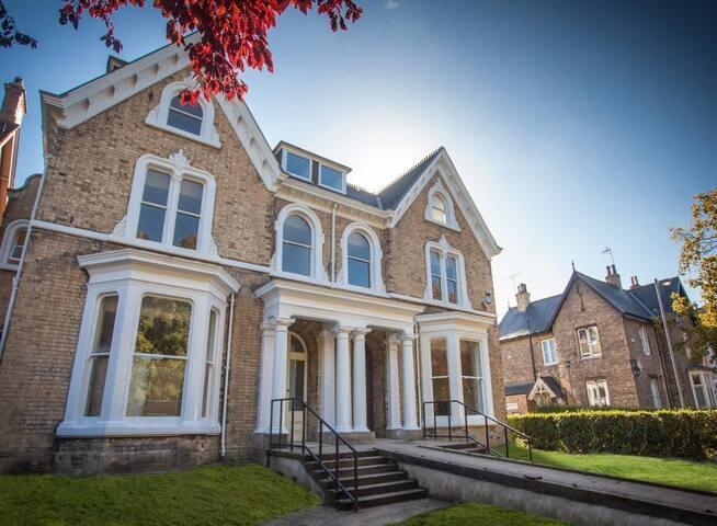 5 Kingston Villas - Hull