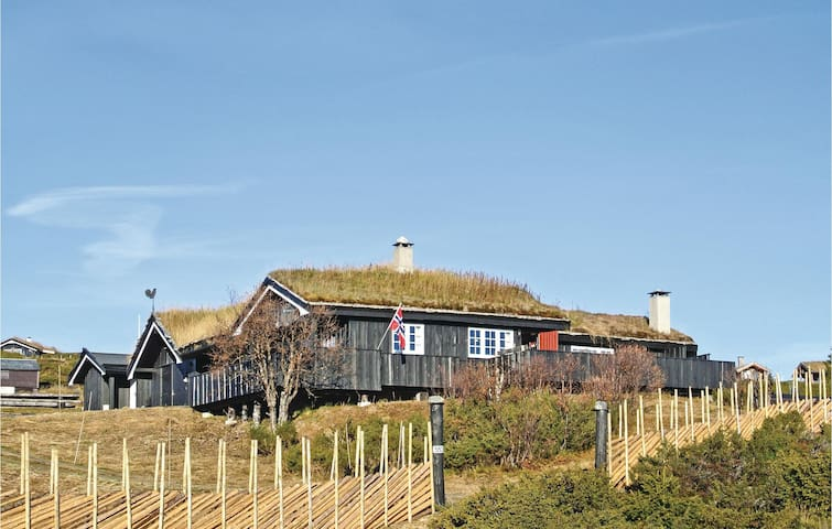 Holiday cottage with 4 bedrooms on 158m² in Sør Fron