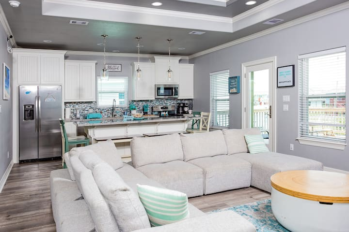 Family friendly Beach house with ocean view