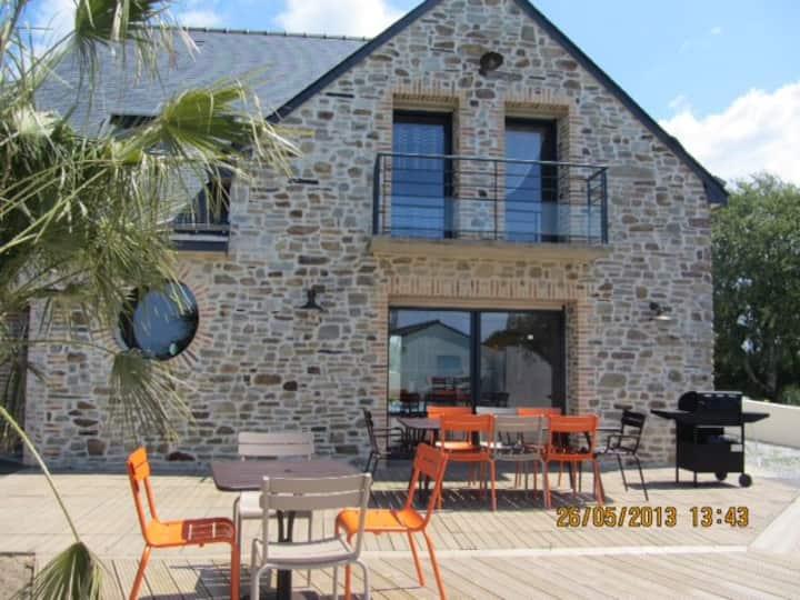 Magnifique Villa neuve avec piscine & proche plage