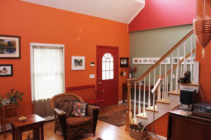 Cape Light: Colorful, tranquil Truro getaway. - North Truro - Huis