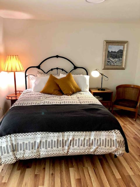 Nevada City Ohana: detached suite with shared pool