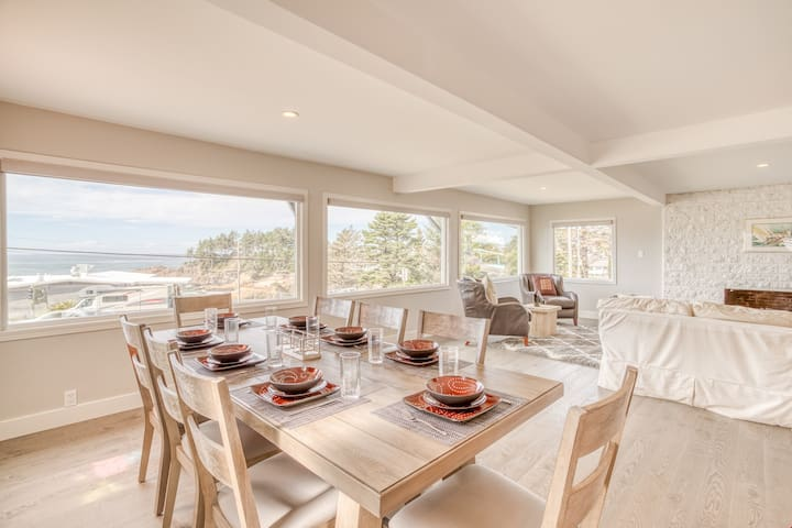 Gracie's Sea View - Pet Friendly Depoe Bay Views from this Spacious Home with Modern Media Room, Ping-Pong Table and Gourmet Kitchen!
