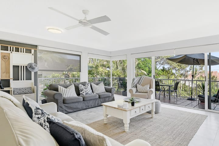 Hampton's Style Beach Retreat in Noosa's Heart