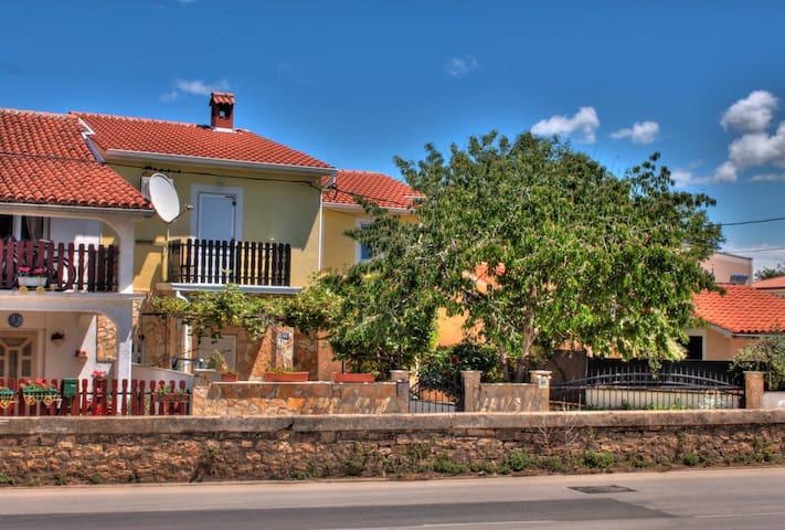 2+1 App. in Haus nahe Fazana - Fažana - Apartotel