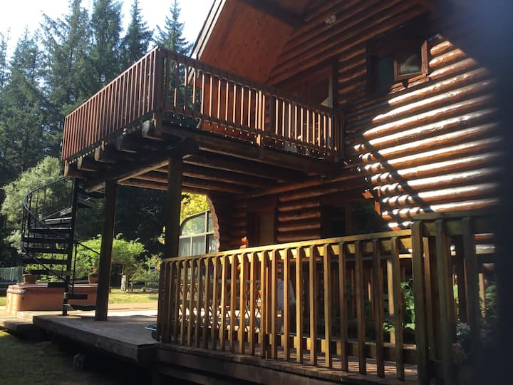 Redwood Log Cabin Upstairs Room C