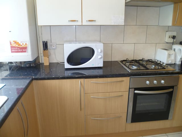 LONDON HORN ROOM, SLEEPS 2, CLOSE TO METRO. - Woodford - Appartamento