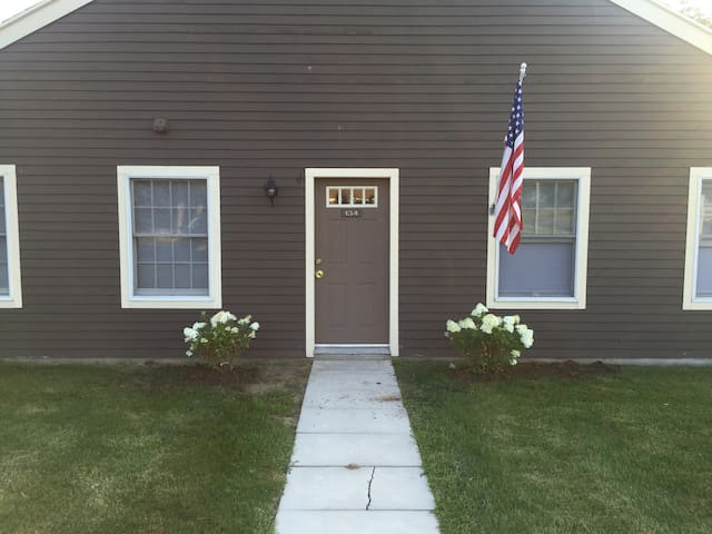 Minutes to downtown & Lake Ontario - Sackets Harbor - Apartmen