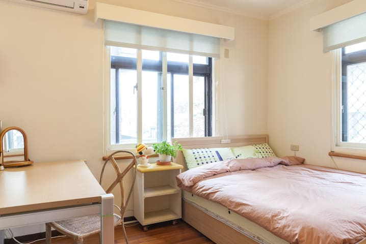 Cozy sunny home next to NTU and MRT stn in Taipei