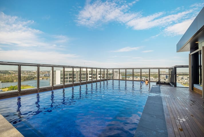 Amazing  Waterview Apartment Close to Olympic Park