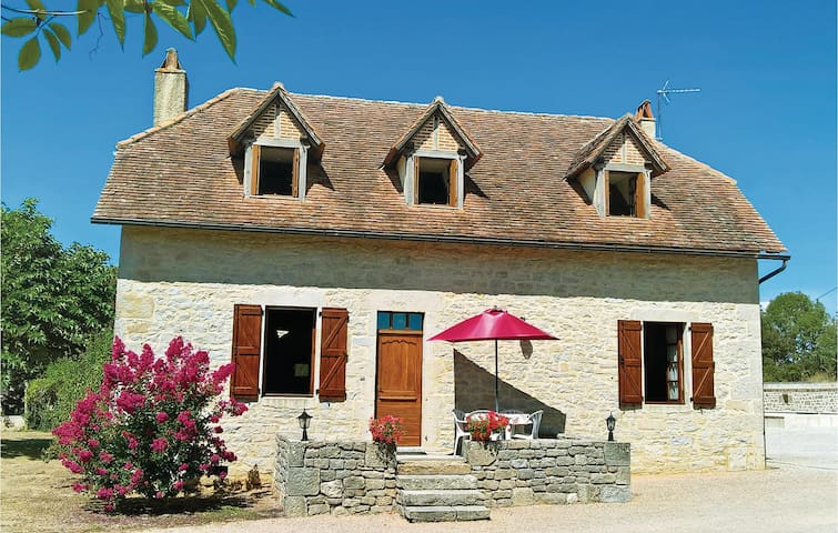 Holiday cottage with 4 bedrooms on 140m² in Padirac