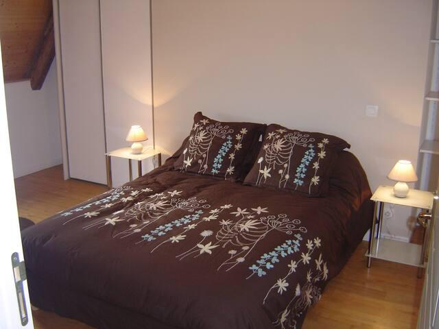 chambre 2 : lit double avec Télévision