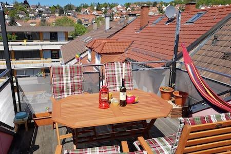 Gemütliches Zimmer mit Dachterrasse - Pforzheim - Huoneisto