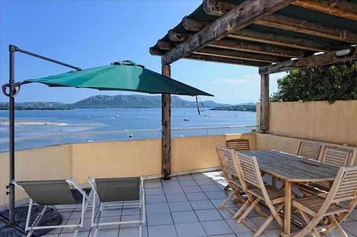 Appartement vue mer jusqu'à 4 personnes idéalement situé entre Saint Cyprien et Porto-Vecchio