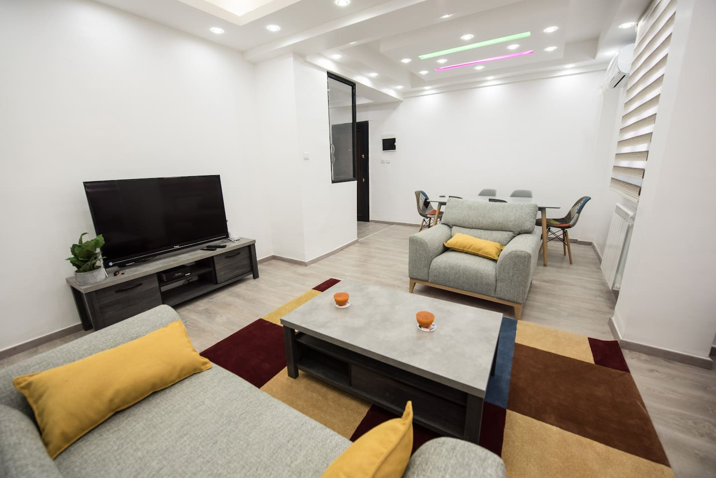 Comfortable 6 places living room with modern Dining table.   A/C, parquet floor, smart TV and satellite receiver, central heating.