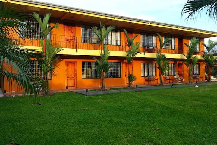 2 Bedrm Private Condo w/AC (1-6ppl) - La Fortuna - Apto. en complejo residencial
