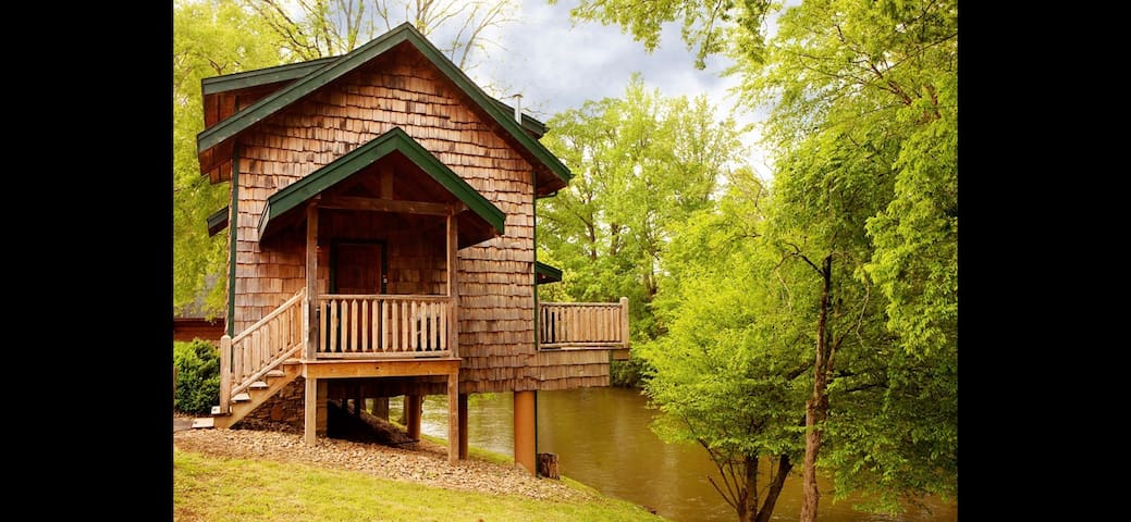 *Cabin on the River* 2BD/2Bath *Social distance*