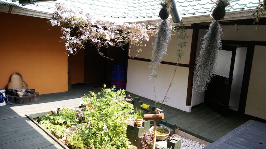 다락(多樂)-guesthouse