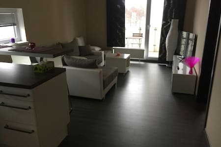 Modern Apartment close to Metro station Strizkov - 布拉格 - 公寓