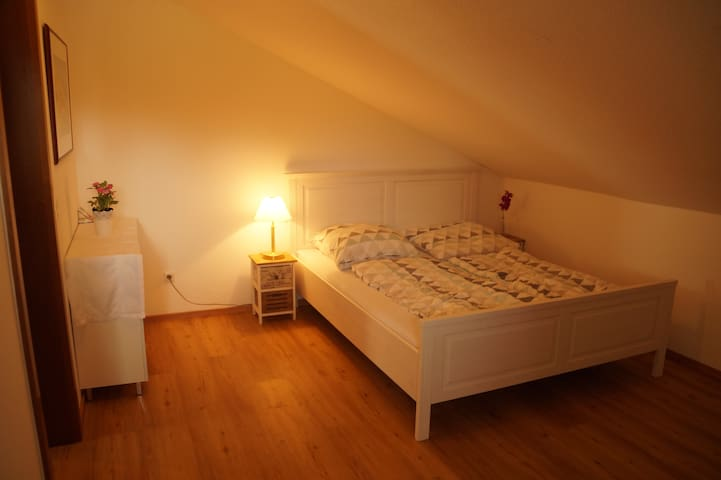 Auch im zweiten Schlafzimmer mit vier Schlafmöglichkeiten können Sie so richtig ausspannen