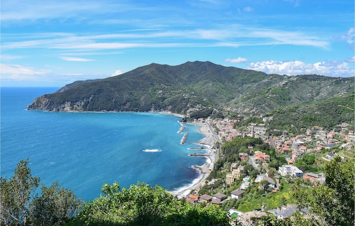 Amazing apartment in Moneglia with WiFi and 1 Bedrooms