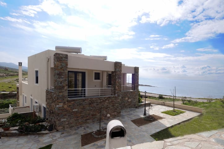 Traditional luxurious studio by the sea - Karistos