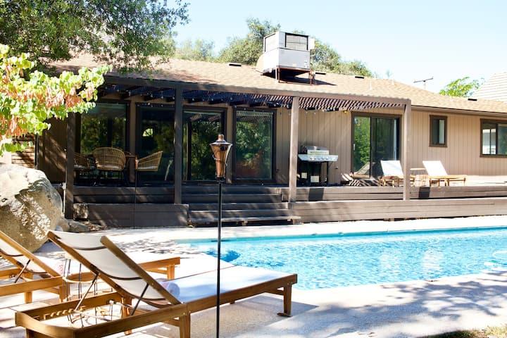 Mid-Century Riverfront Home-Pool & Hot Tub