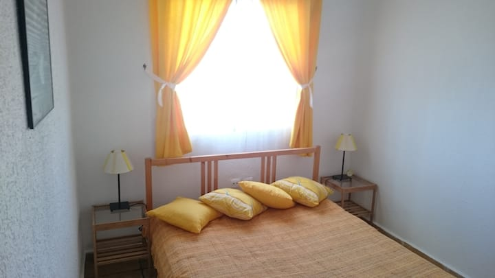 "Casa Naranja ""Yellow Room"""