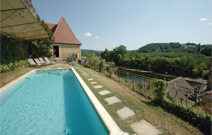 Stunning home in La Roque-Gageac with 2 Bedrooms