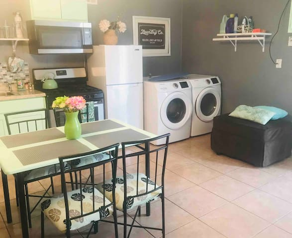 Modern  private and cozy studio near Hobby Airport
