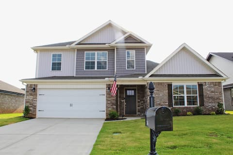 Beautiful 4 bedroom home with loft and large yard.