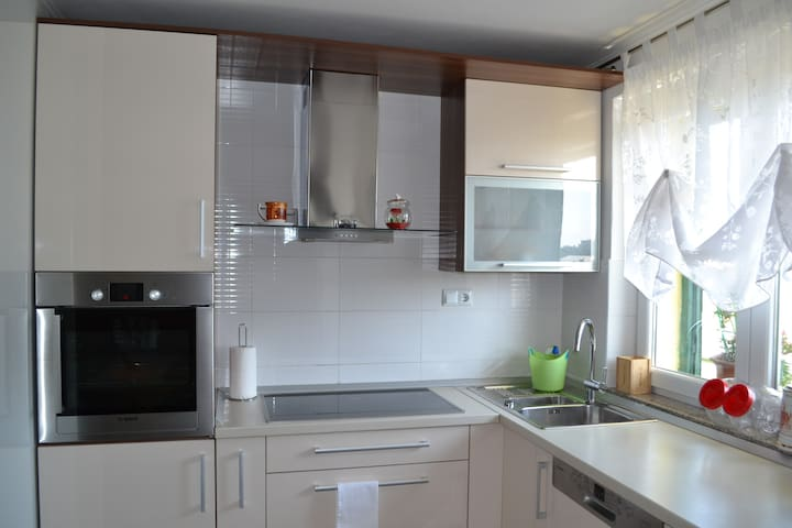 Etna 3*Apt (family-friendly area with PARKING and 2 BIKES FREE) 320 - Vranjic - Apartment