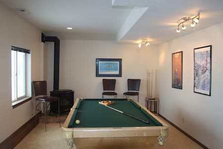 Private Apartment, sleeps 4, kitchen, pool table - Park City - Apartment