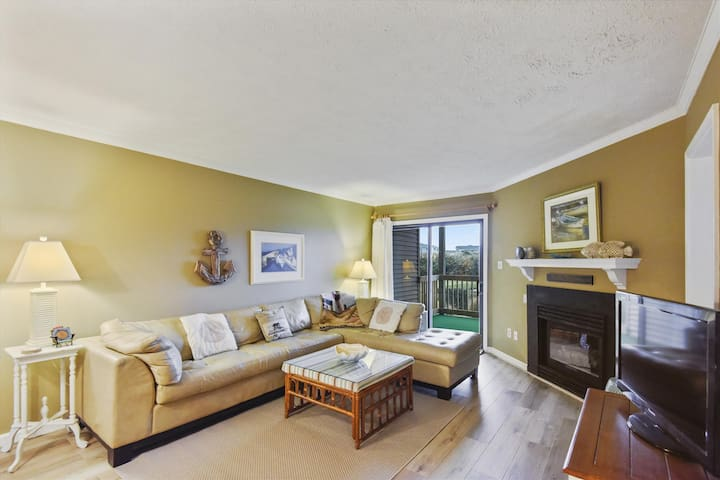 Beach Music -- Oceanfront 1st Floor 3 BR at Duck Blind Villas Condos in Duck with Community Pool