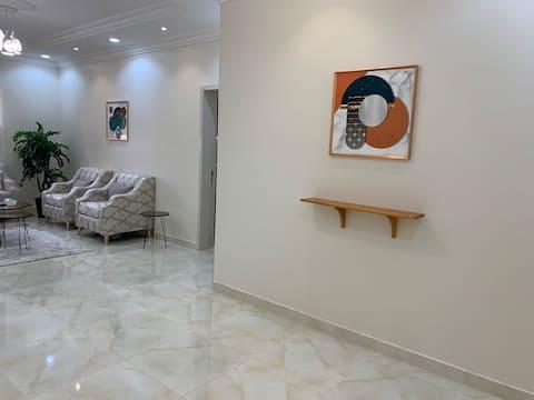 شقة جديدة وموقع مميز بالقرب من مطار ابها الدولي