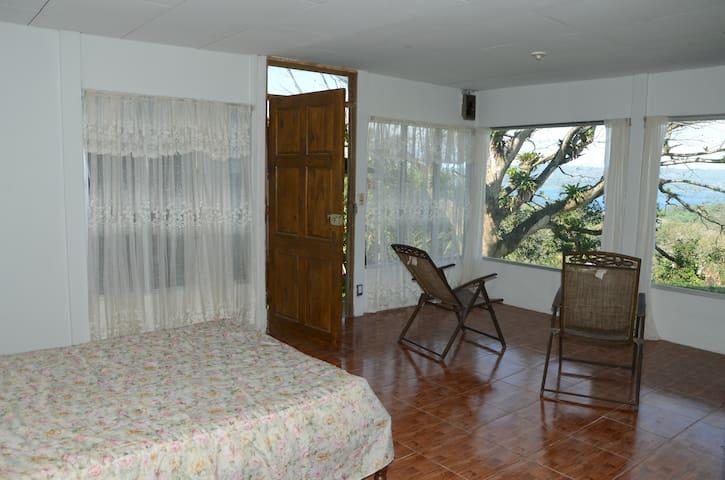 Cabaña overlooking Lake Arenal - Tilaran - Allotjament sostenible a la natura