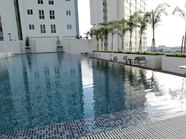 New Deluxe 2br Poolview Suite in town - Jelutong - Departamento