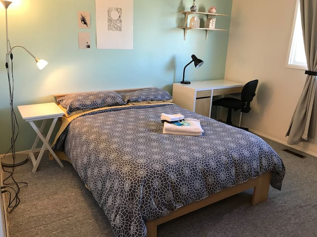 City Room 6min walk to PLC Hospital and Amenities