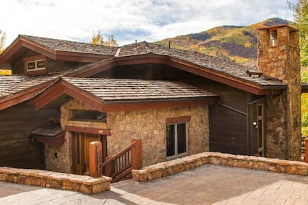 Luxurious Mountain Home in CascadeVillage#RedWoodE - 维尔 - 独立屋