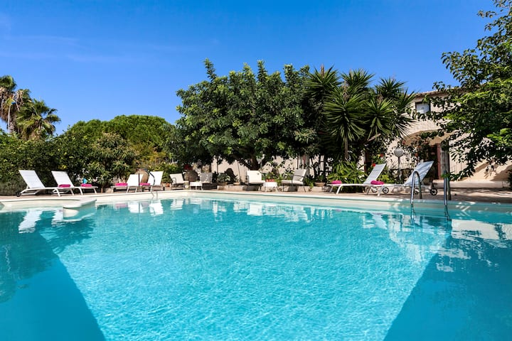 Villa U Marchisi BnB pool & garden 1