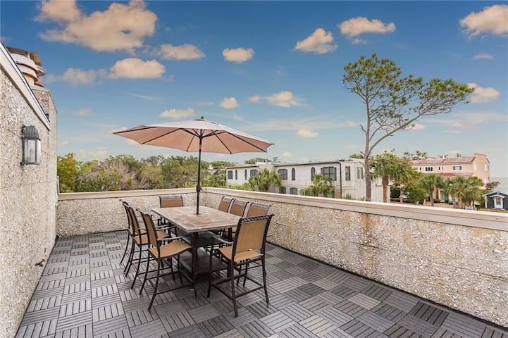Amazing Views from Roof Top Deck! 4 bd/3 ba Townhome at Beachcomber