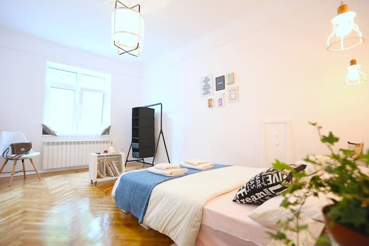 Norsk Ateljee  Property