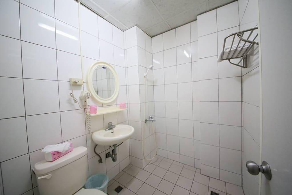 5樓雙人房浴室