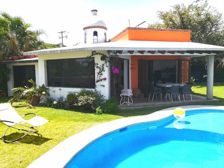 Casa sola, alberca climatizada y jardín  Burgos B.