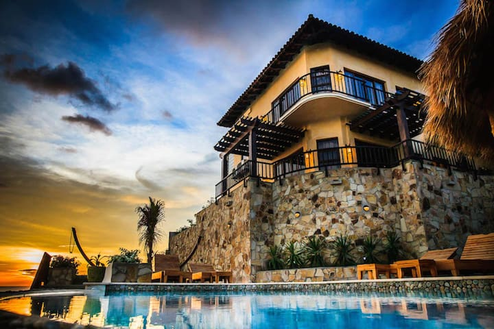 Beachfront Villa! Infinity Pool,Concierge Service! - Santana - Villa