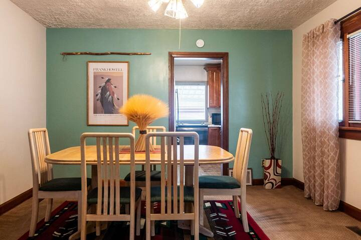 1 mile to Historic 25th Street, Temple & Downtown, Fireplace,19 mi to Snow Basin/Powder Mtn