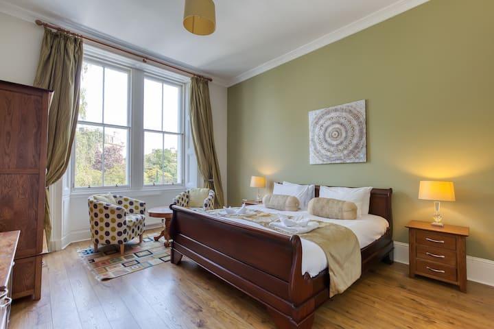 Deluxe Double Room in Edinburgh City Centre