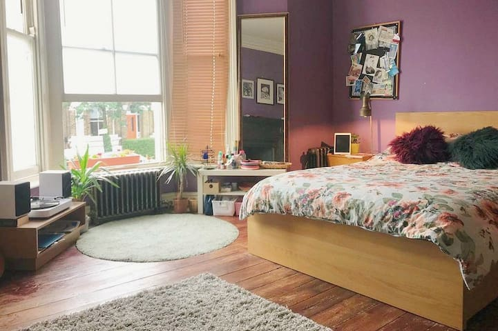 Large, bright double room in Zone 2
