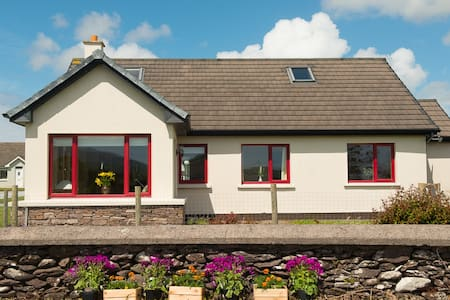 An Teach Dearg WineStrand Cottages  - House
